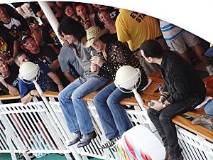 Fra Kiss-cruise 2. Gutta i bandet svarer på spørsmål fra fansen. (Foto: Roger Utsola)