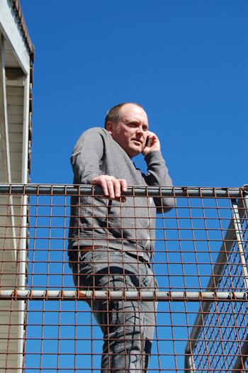 Ommundsen med travle dager - også i telefonen. (Foto: Sølve Friestad)
