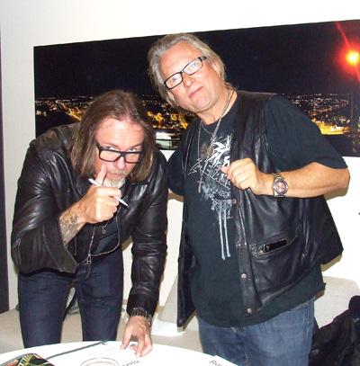 Artig møte og signering etter konserten. Berge og sven Arnth Helland som er forfatteren bak boken; Stavanger-Rocken. Foto: Sølve Friestad