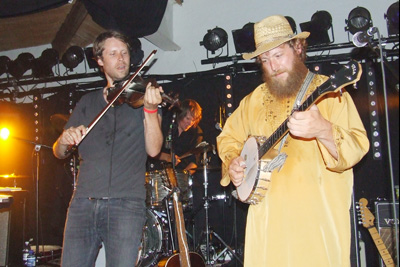 Hatt, band og banjo på Ranglerock 2014. Foto: Sølve Friestad