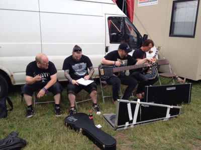 Siste finpuss for konsert på Bloodstock.