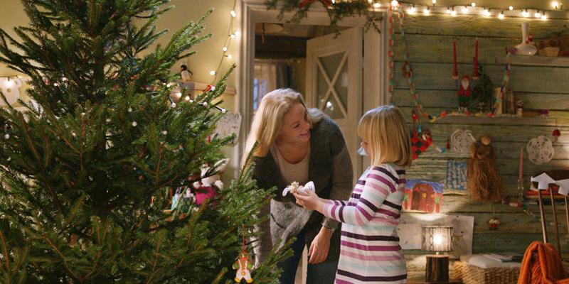 Søte Petra og mamma i julestemning (Janne Formoe)