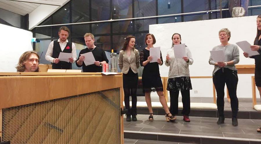 Øving i Bryne Kyrkje. Fra venstre: Bjarte Lending (v/piano), Brigt, Jan Jonassen, Karin Hodne, Marianne Røise Lygren, Silje Sandanger, Evy Jonassen og Hilde Selvikvåg.