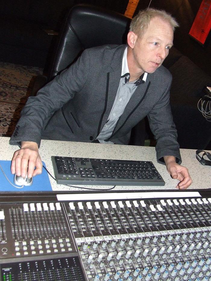 Tom Weum har eget studio hvor han også tar imot kunder av både større og mindre kaliber.