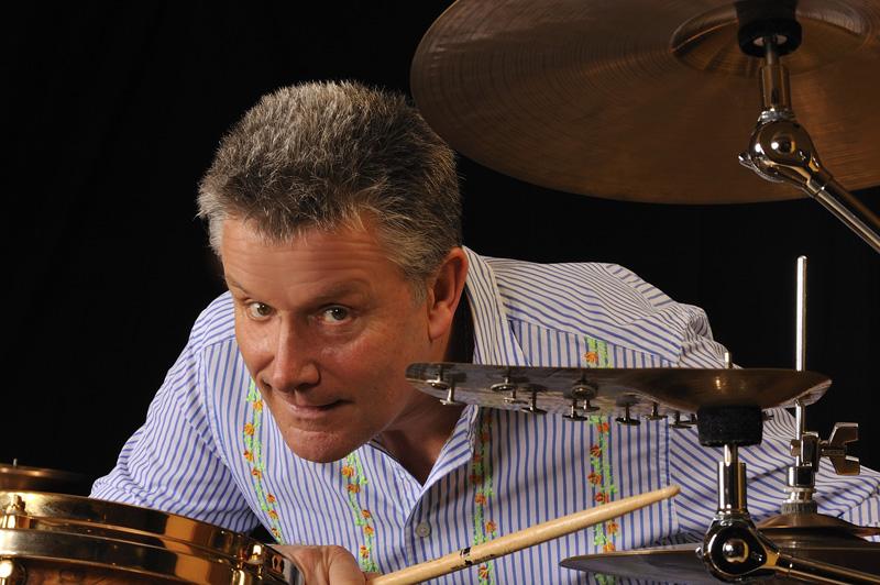 Carl Palmer er litt av en kløpper på trommer.
