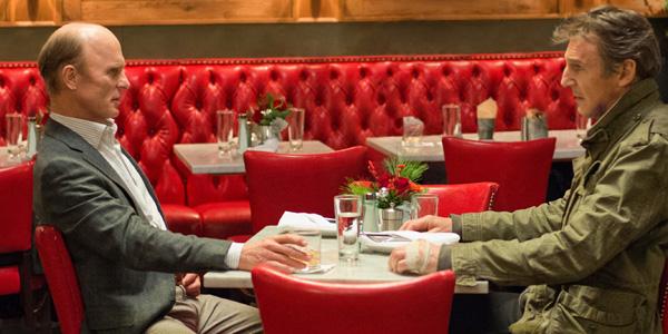 Den alltid troverdige Ed Harris og Liam Neeson diskuterer hvorfor ingen ble kidnappet eller tatt i Taken 3.