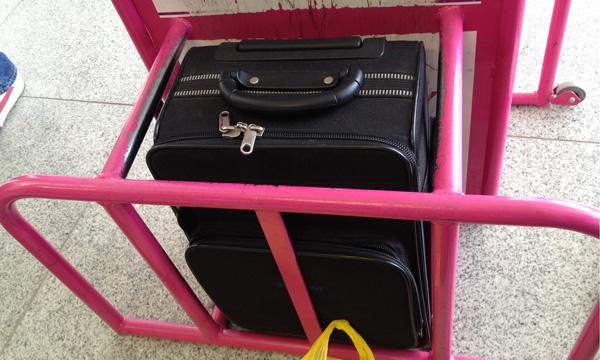 Wizz Air er nøye med å sjekke at håndbagasjen ikke er for stor.