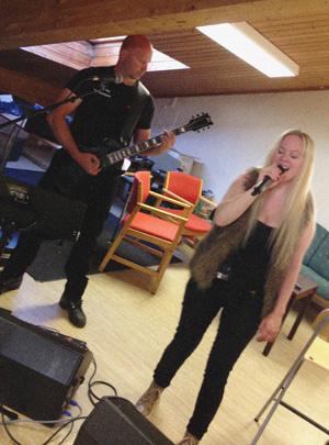 Arild Christensen og Carmen Elise Espenæs på siste øving før SAVNs første konsert, ever.