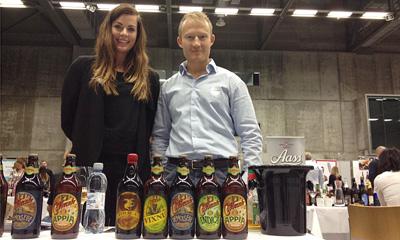 Siv Iren Klepp og Sverre Grimstad med brasiliansk øl.