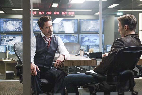 Marvel's Captain America: Civil War..L to R: Tony Stark/Iron Man (Robert Downey Jr.) and Steve Rogers/Captain America (Chris Evans)..Photo Credit: Zade Rosenthal..© Marvel 2016