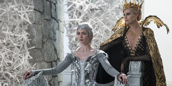 Emily Blunt og Charlize Theron ruler