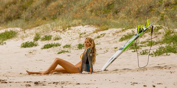 Blake Lively tar seg en mindre fortjent pause mellom surfingen.