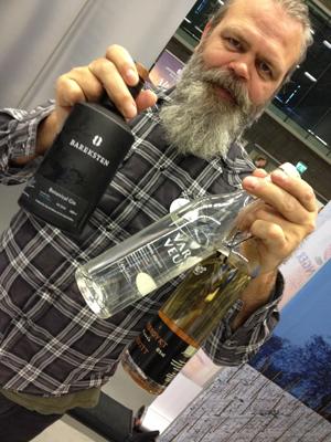 Stig Bareksten på messen med neste års prisvinnende Bareksten Botanical Gin. Foto: Sølve Friestad.